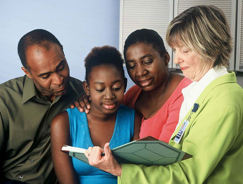 Photo showing GenX mom and family talking to HCP