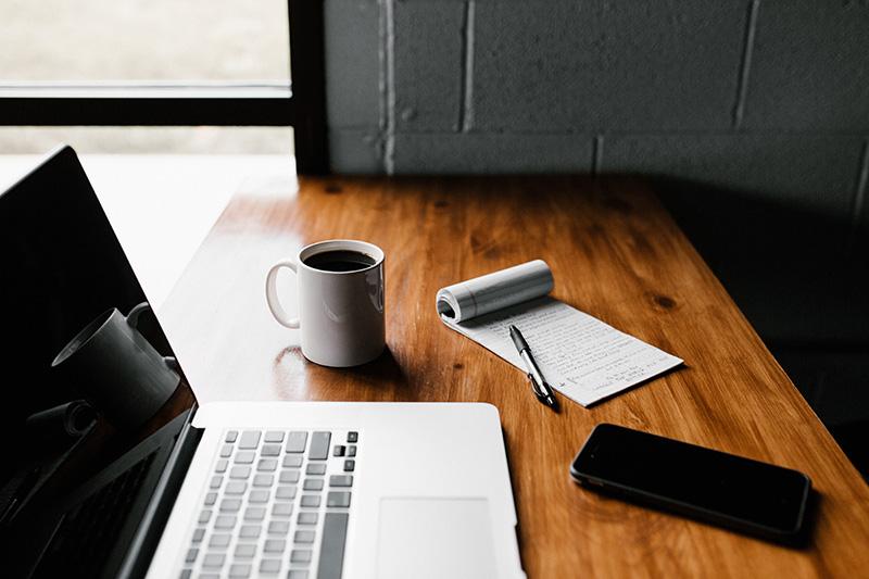 laptop coffee notepad